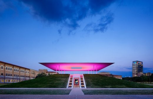 James Turrell, Twilight epiphany (Houston, 2012)