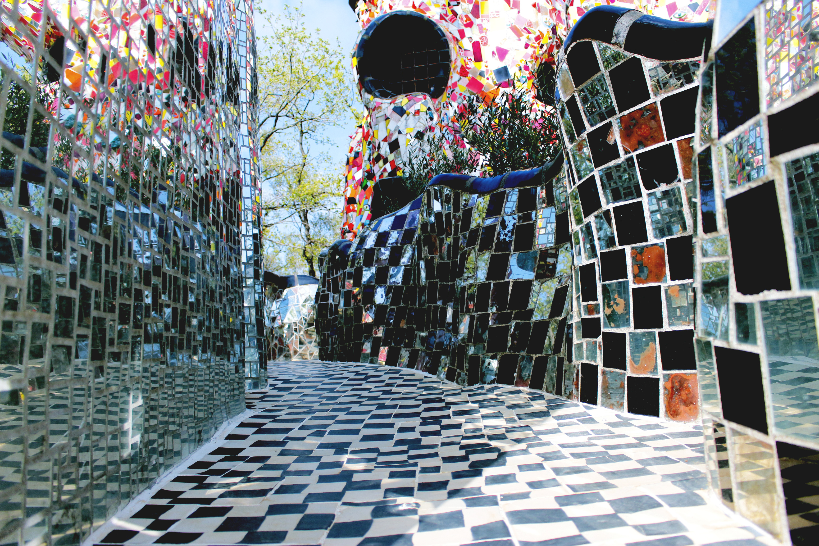 Niki de Saint Phalle, dettaglio Giardino dei Tarocchi (Grosseto, dal 1979)